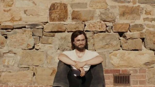White T shirt Tim Jenkin (Daniel Radcliffe) in Escape from Pretoria