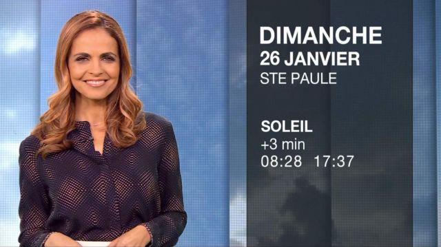 Le top col tunisien imprimé Bleu de Cali Morales dans Météo de M6 le 25.01.2020