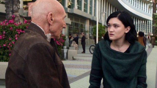 Green Coat worn by Dahj (Isa Briones) as seen in Star Trek: Picard (Season 1 Episode 1)