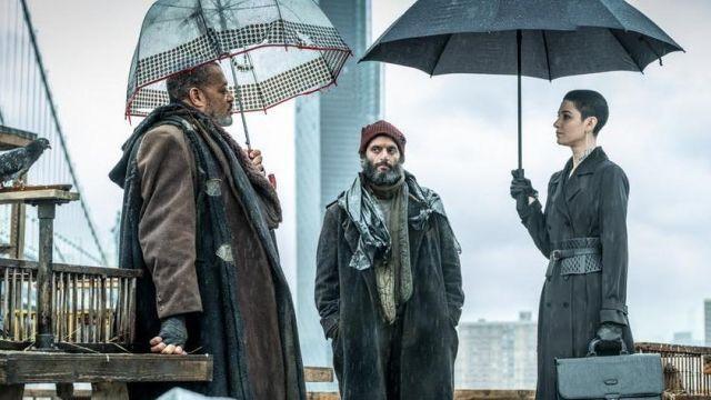 Brun manteau de laine avec trois boutons sur les manches portée par King Bowery (Laurence Fishburne) comme vu dans John Wick: Chapitre 3 - Parabellum