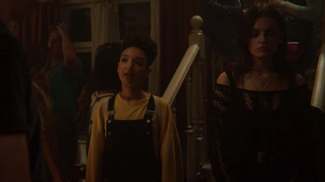 Yellow Oversized Sweater worn by Ola Nyman (Patricia Allison) in Sex Education (S02E06)