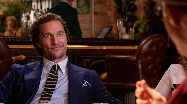 De noir et de jaune Tricot rayé cravate portée par Mickey Pearson (Matthew McConaughey) comme on le voit dans L'Messieurs
