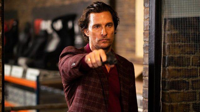 Bourgogne damier blazer veste portée par Mickey Pearson (Matthew McConaughey) comme on le voit dans L'Messieurs