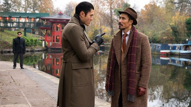 Brown coat worn by Dry Eye (Henry Golding) as seen in The Gentlemen