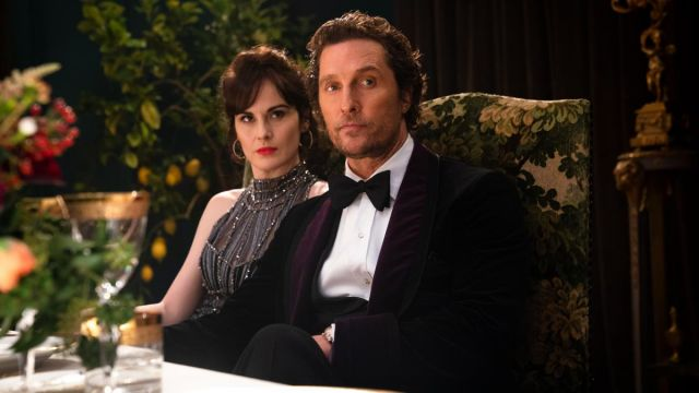 Noir et violet velvet tuxedo veste portée par Mickey Pearson (Matthew McConaughey) comme on le voit dans L'Messieurs