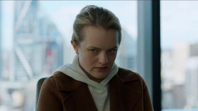 """Brown coat of Cecilia Kass (Elisabeth Moss) in """"The Invisible Man"""""""