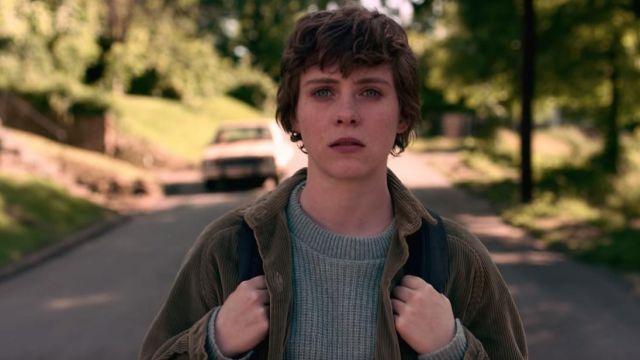 Khaki green corduroy jacket of Sydney (Sophia Lillis) in I Am Not Okay with This (Season 1)