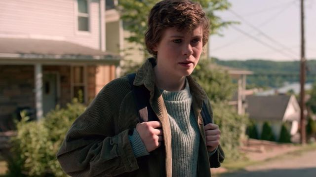 Blue sweater of Sydney (Sophia Lillis) in I Am Not Okay with This (Season 1)