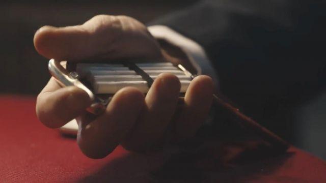 L'étui à cigarettes de Thomas Shelby (Cillian Murphy) dans Peaky Blinders (S04E01)