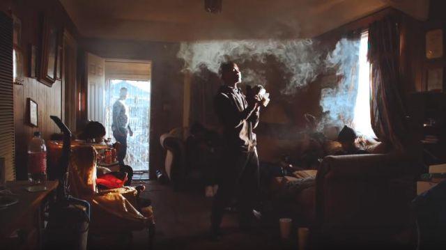 Noir Molleton Molleton porté par Roddy Ricch dans Roddy Ricch - Fucc Jusqu' [Prod. Par La Glace Starr] (Dir Par JDFilms)