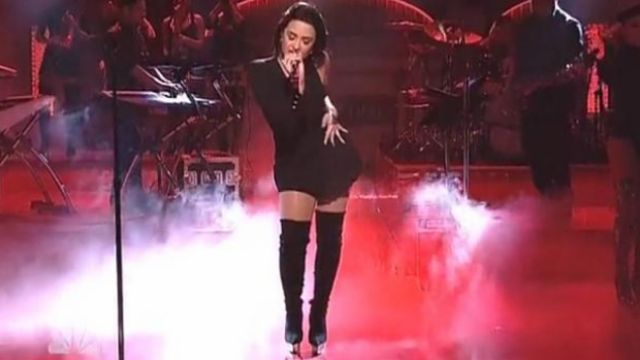 The boots thigh-high Versace of Demi Lovato during her live at Saturday Night Live