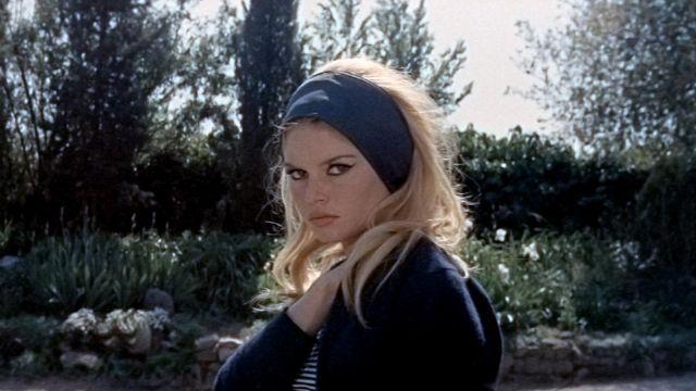 photos officielles magasin officiel détaillant Le bandeau bleu dans les cheveux de Brigitte Bardot dans Le ...