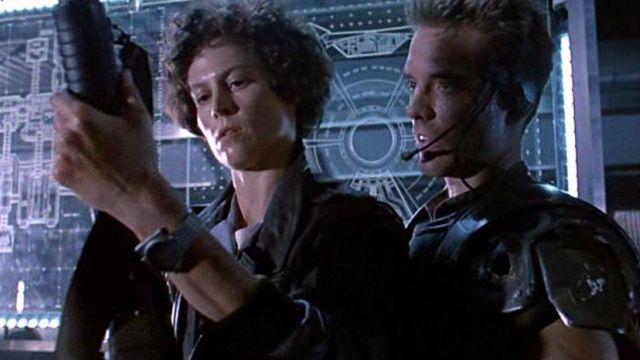 La montre Seiko Giugiaro 7A28-7000 de Ellen Ripley dans Alien 2, le retour
