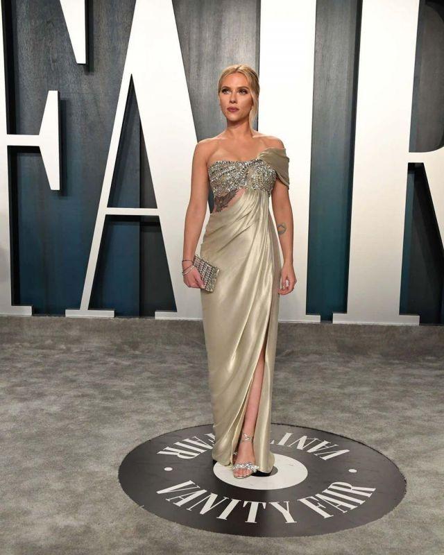 Judith Leiber Couture New Goddess Crystal Clutch Bag worn by Scarlett Johansson Vanity Fair Oscar Party February 9, 2020