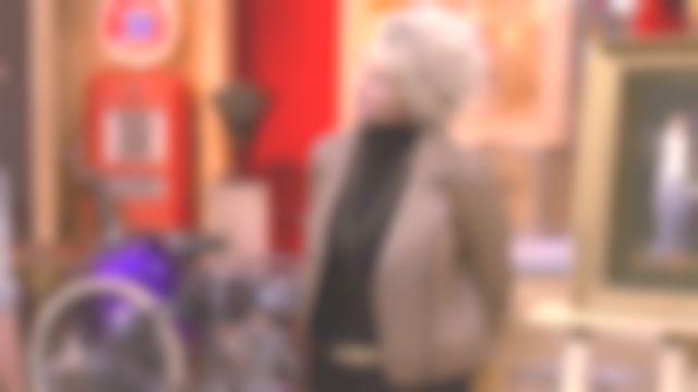 Le blouson zippé en cuir camel de Sophie Davant dans Affaire conclue le 11.02.2020
