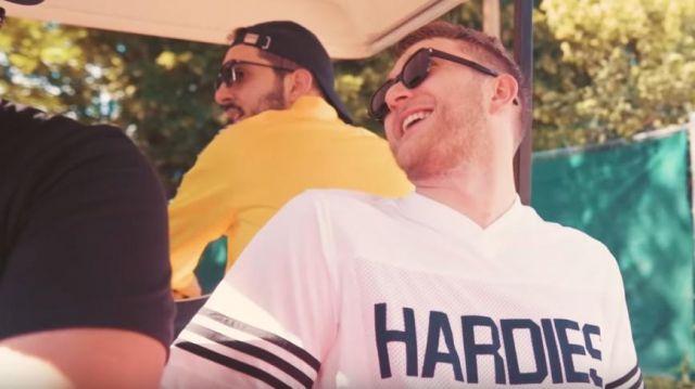 Le maillot t-shirt blanc HARDIES de Vald dans son clip KESKIVONFER