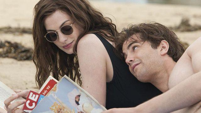 Maillot de bain 1 pièce noir de Emma (Anne Hathaway) dans Un jour