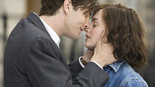 Veste en jean de Emma (Anne Hathaway) dans Un jour