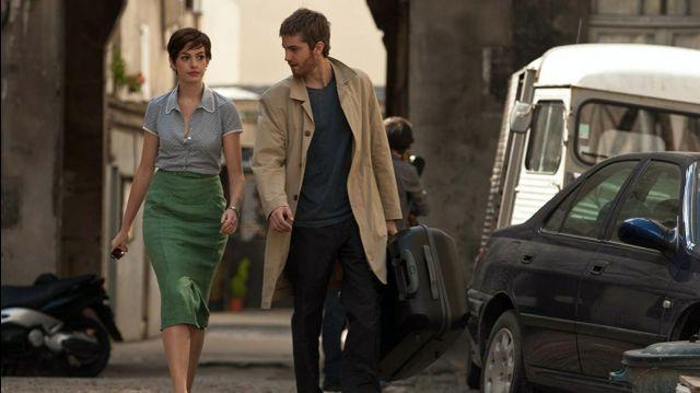 Jupe fourreau verte de Emma (Anne Hathaway) dans Un jour