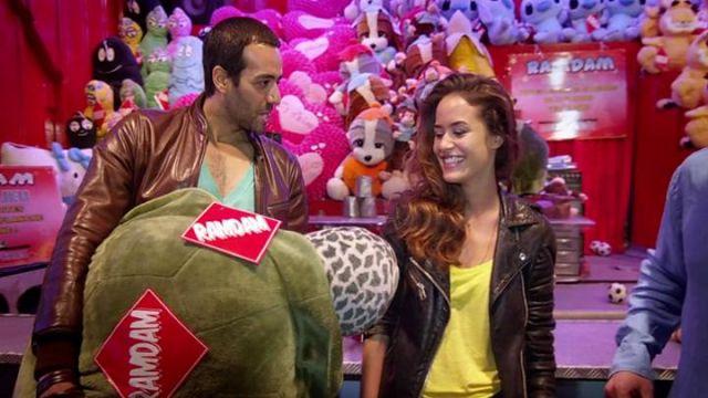 La veste en cuir de Sonia (Alice David) dans Babysitting