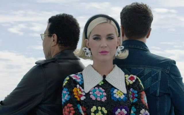 The earrings beads and form of flowers by Katy Perry in American Idol (February 2020)