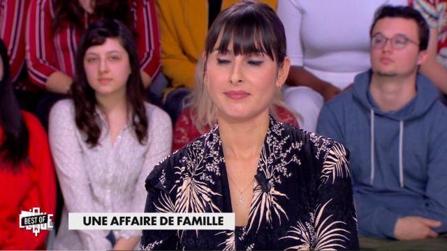 La robe midi à col v et imprimé floral de Emilie Papatheodorou dans Clique le 19.02.2020