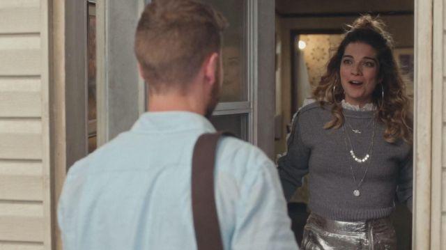 La philosophie di Lorenzo Serafini Gris finition Dentelle Pull porté par Alexis Rose (Annie Murphy) dans Schitt s Creek (S06E08)
