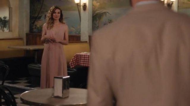 Rose Robe Maxi porté par Alexis Rose (Annie Murphy) dans Schitt s Creek Saison 6 Épisode 8