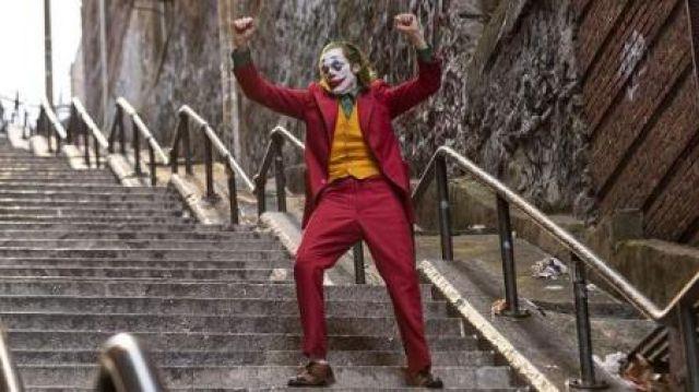 Shoes Arthur Fleck (Joaquin Phoenix) in Joker