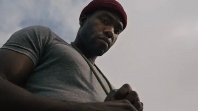 The beanie short red Anthony McCoy (Yahya Abdul-Mateen II) in the film Candyman