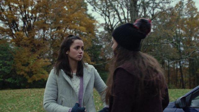 Pom Pom Hat of Meg Thrombey (Katherine Langford) in Knives Out