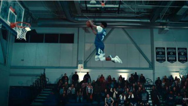 """Jordan Jordan 11 Retro 'Vaste Gris"""" de Roddy Ricch dans la vidéo de musique Roddy Ricch - La Boîte [official Music Video]"""