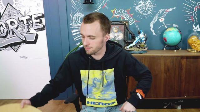 Sweat Herron Preston  porté par Lucas  Squeezie dans la vidéo Est-ce vraiment intéressant ? ¯\_(ツ)_/¯