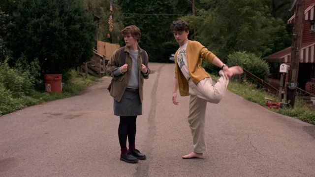 The red socks of Sydney (Sophia Lillis) in I Am Not Okay with This (S01E01)