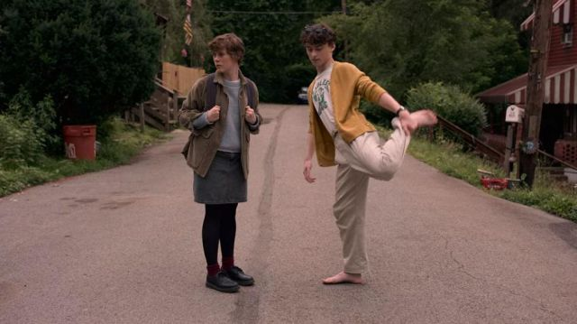 The yellow cardigan of Stanley Barber (Wyatt Oleff) in I Am Not Okay with This (S01E01)