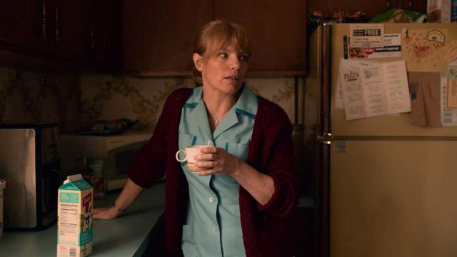 The red cardigan of Maggie (Kathleen Rose Perkins) in I Am Not Okay with This (S01E02)