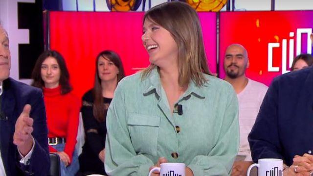 La chemise oversize en velours côtelé menthe de Camille Dauxert dans Clique le 02.03.2020