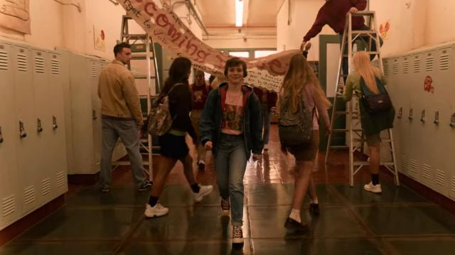 The blue jacket of Sydney Novak (Sophia Lillis) in I Am Not Okay with This (S01E07)