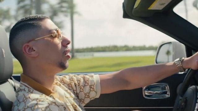 Le polo Gucci à broderie GG porté par Maes dans son clip Blanche feat. Booba