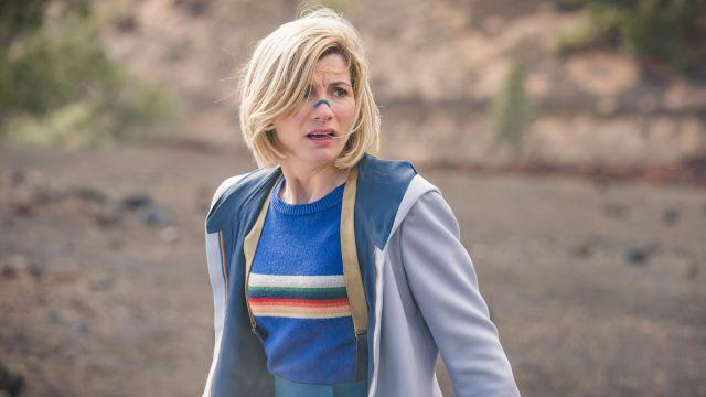 Bleu Pull Rayé du Médecin (Jodie Whittaker) dans Doctor Who (S12E03)