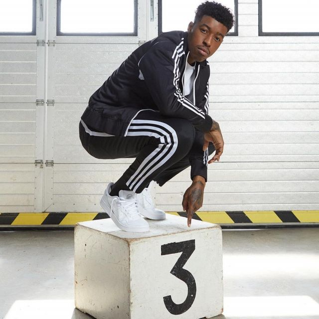 Les Baskets blanches de Presnel Kimpembe sur le compte