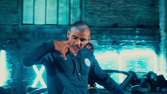 La veste de survêtement de l'équipe de Chelsea portée par Sofiane dans le clip Laisse pas traîner ton fils de Ninho