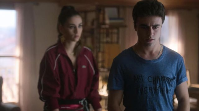 Zadig & Voltaire Art Changes Everything blue t-shirt worn by Samuel García Domínguez (Itzan Escamilla) in Elite (S03E05)