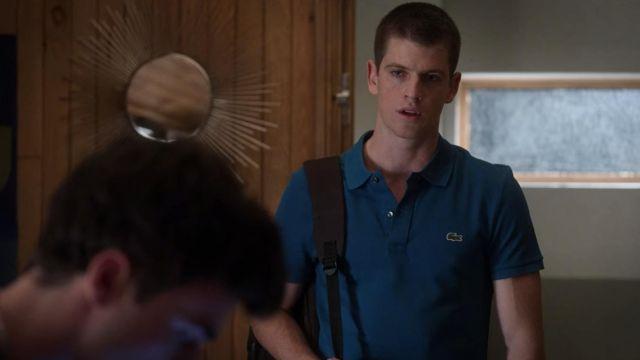 Lacoste Bleu Polo shirt porté par Guzmán (Miguel Bernardeau) comme on le voit dans l'Élite (S03E06)