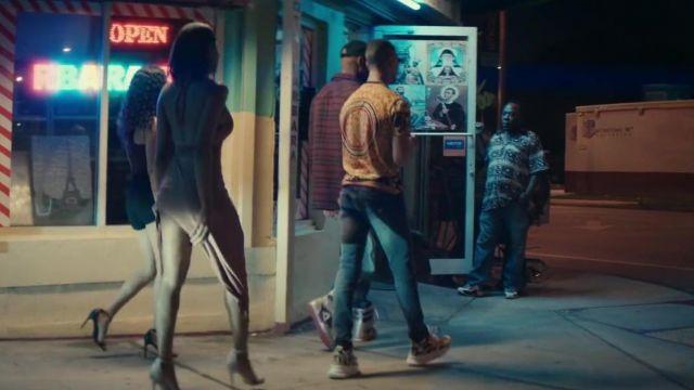 Les baskets Versace de Maes dans son clip Blanche feat. Booba