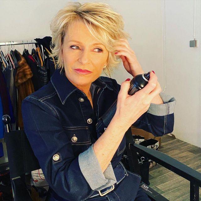 La combinaison droite ceinturée en jean de Sophie Davant sur le compte Instagram de @sophie_davant