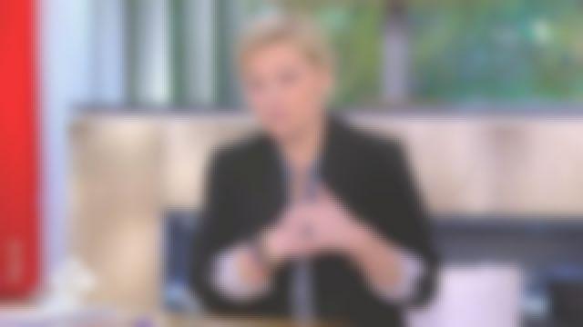 La veste col tailleur en crêpe noire de Anne-Élisabeth Lemoine dans C à vous le 16.03.2020