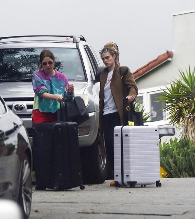 Away Large Suitcase worn by Cara Delevingne Los Angeles March 16, 2020