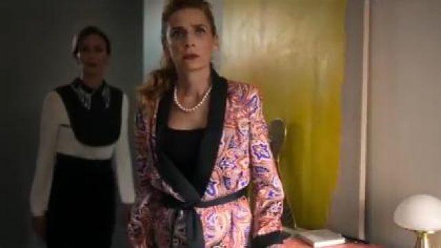 Red Wrap Blazer worn by Inspectora (Ainhoa Santamaría) in Elite Season 3 Episode 3