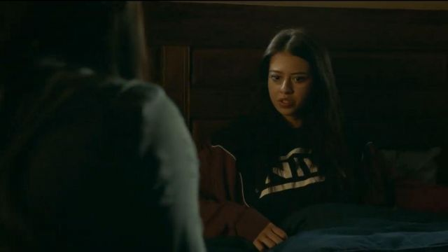 T-Shirt Black worn by Rosa Ortecho (Amber Midthunder) in Roswell, New Mexico Season 2 Episode 2